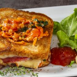 Sandwich Caprese a la Plancha